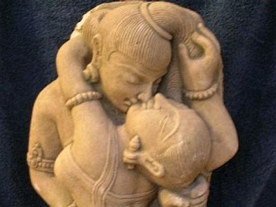 Shiva-Shakti, representação antropomórfica dos dois primeiros Tattvas, ou manifestações da Realidade Absoluta. Copiei esta imagem do excelente site Shri Yoga Devi, mantido por meus amigos Flávia Bianchini (Satyananda Svarupini) e Roberto de A. Martins (Shivananda Yaksha).