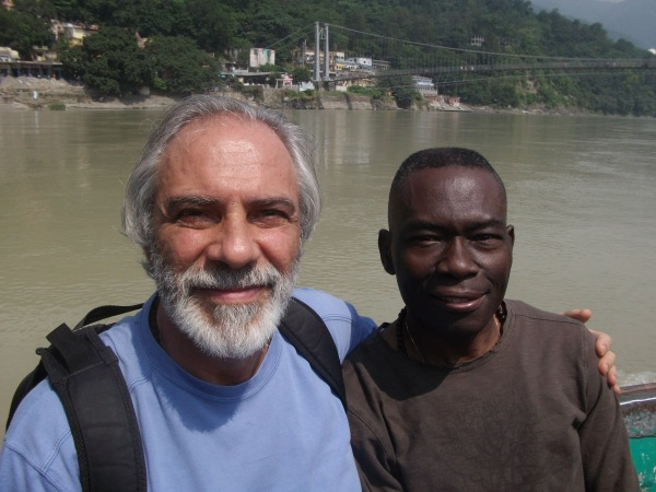 Com Yvon Ngapy, na frente do Ganges.